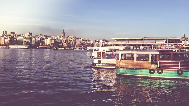 Celebrate Holiday Vibes With Boat Parties In The Capital Close To Top London Hotels